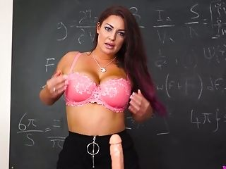 Juggy Professor Of Your Desire Roxy R Shows A Supreme Hand Jobs Technology