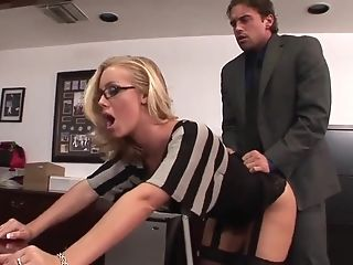Assistant Nicole Aniston Likes Office Fuck With Chief