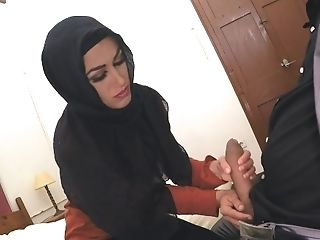 Arab Fuckslut Gets Cunt Spread By Pulsating Spunk-pump
