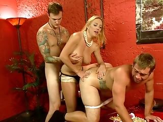 Two Dudes And One Trampy Chick Darling Love Having Dirty Threesome In A Fuckfest Sway