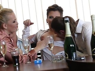 Intense Intercourse At The Bar With A Lot Of Hot Women