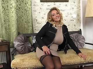 Elegant Blonde Mummy Honey Krystal Strips And Leaves The High High-heeled Slippers On