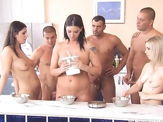 Simony Diamond And Her Gfs Make Lunch Naked For Their Dudes