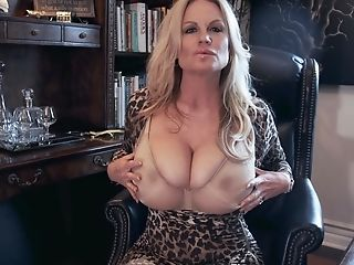 Kelly Madison Is A Matures Woman Who Loves Exploring Her Cunt