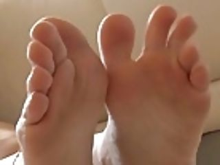 Natural Beauty Eve Angel Plays With Feet And Cooter