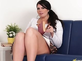 Chubby Chick Kylie K Taunts With Her Chubby Poon Upskirt
