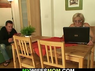 He Fucks His Old Mommy In Law From Behind