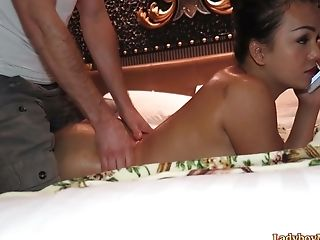 A Fellow Gives A Rubdown To Thai Tranny Amy And Gets His Dick Sucked In Come Back.