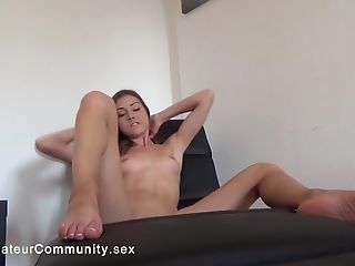 Fit Solo Webcam Gal Fingerblasting Herself