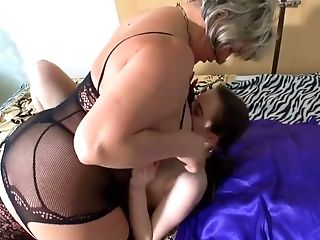 Matures Chubby Nymphomaniac Leisa Is Glad To Eat Fresh Cunt Of Youthfull Bombshell