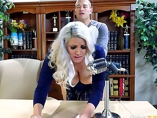 Mind-throating Schoolbabe With Big Ass Cheeks Is Shagged On The Table