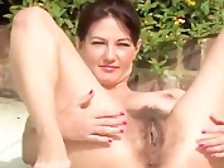 Mummy Vanessa Shows Off Her Hairy Pubic Hair