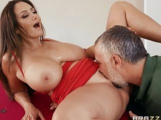 Porn Industry Star Mummy Ava Addams Likes It Big And Knows How To Fuck