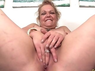A Sex Machine Makes Horny Granny Kelly Leigh Ejaculation