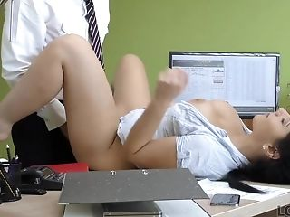 Modest Dark-haired Has Dirty Romp For Cash In The Loan Agency
