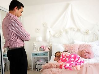 Babysitter Spy – Lounging Baby Sitter Gets Creampied
