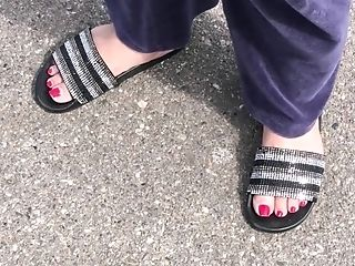 Arabic Chick Crimson Toes
