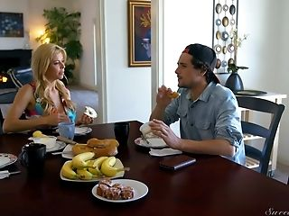 Fetching Honey Gina Valentina Can Treat The Dicking In Any Position